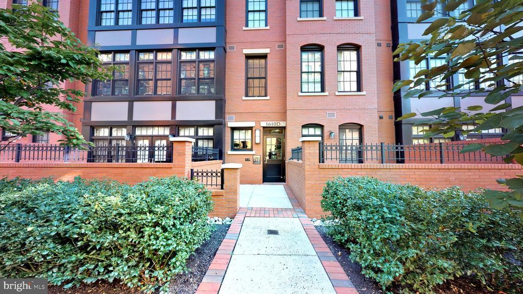Lovely Walkways Between Buildings - 1610 N QUEEN ST #243, ARLINGTON