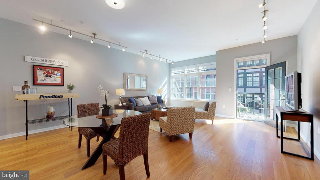 Huge Sunny Living and Dining Rooms! - 1610 N QUEEN ST #243, ARLINGTON