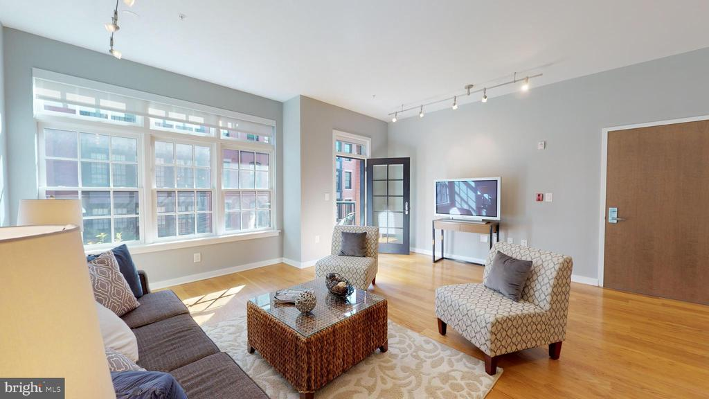 Living Room Has Access to Balcony - 1610 N QUEEN ST #243, ARLINGTON