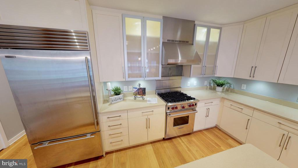 Subzero Refrigerator/Freezer - 1610 N QUEEN ST #243, ARLINGTON