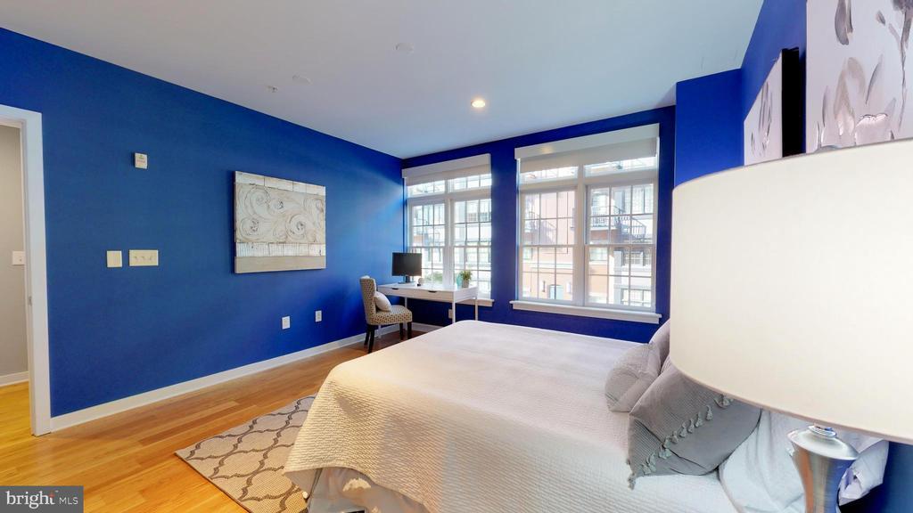 Bright and Open Master Bedroom - 1610 N QUEEN ST #243, ARLINGTON