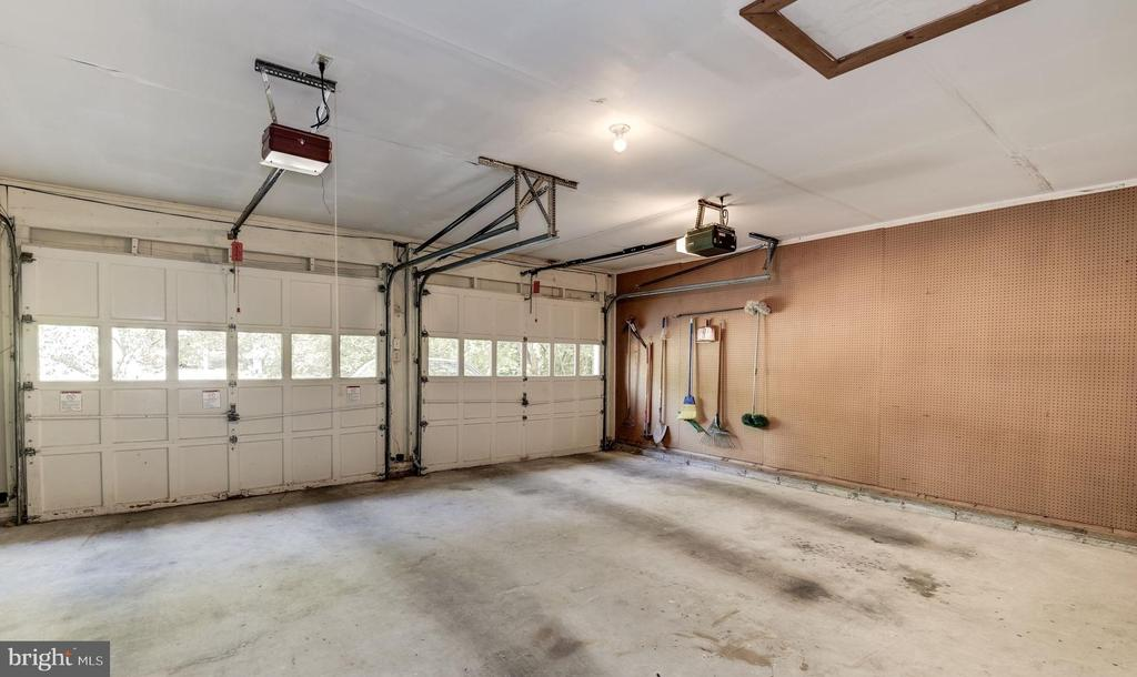 Large 2 car garage with extra storage/work space. - 1209 GOTH LN, SILVER SPRING