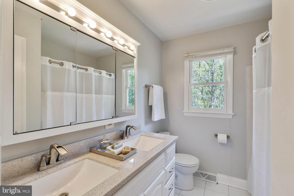 Hall Bath with new Dual Vanity - 17970 GORE LN, LEESBURG