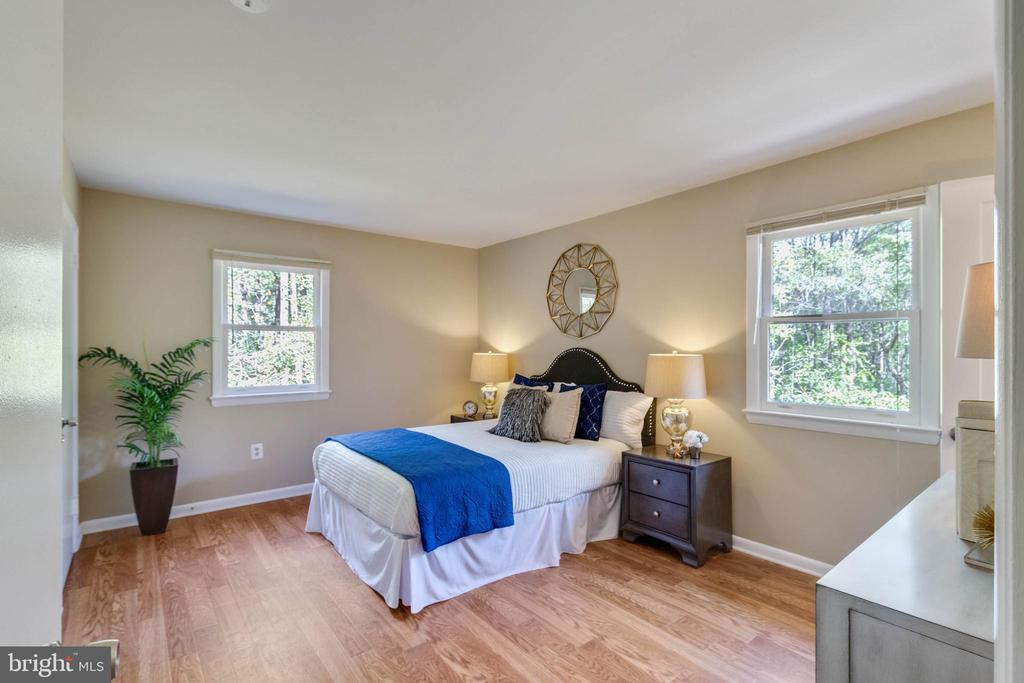 Large Master Bedroom - 17970 GORE LN, LEESBURG