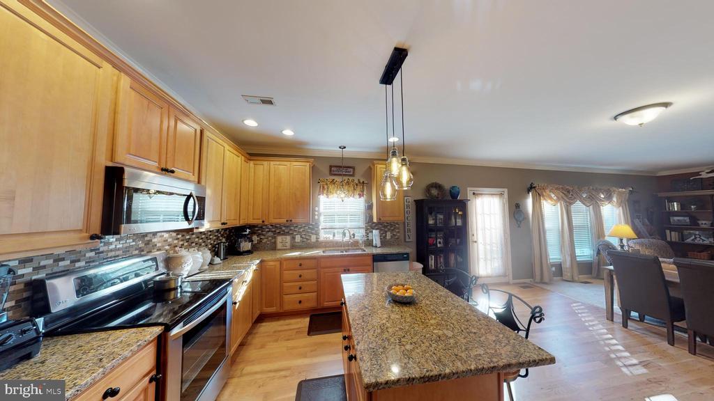 kitchen - 9355 DEVILBISS BRIDGE RD, WALKERSVILLE