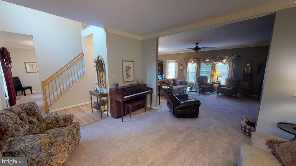 Formal living room looking toward family room - 9355 DEVILBISS BRIDGE RD, WALKERSVILLE