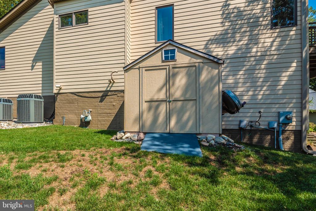 Storage shed for your extras - 9706 WOODLAKE PL, NEW MARKET