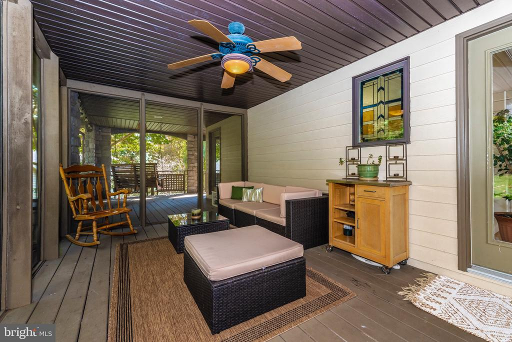 Fully screened porch adjacent to covered porch - 9706 WOODLAKE PL, NEW MARKET