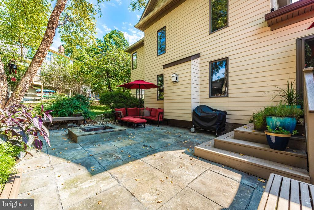 Paver patio and fire pit - 9706 WOODLAKE PL, NEW MARKET