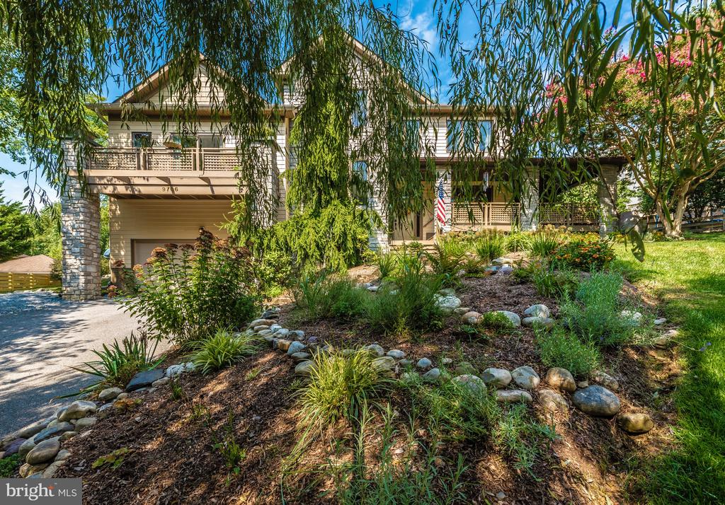 Established landscaping and beautiful flowers - 9706 WOODLAKE PL, NEW MARKET