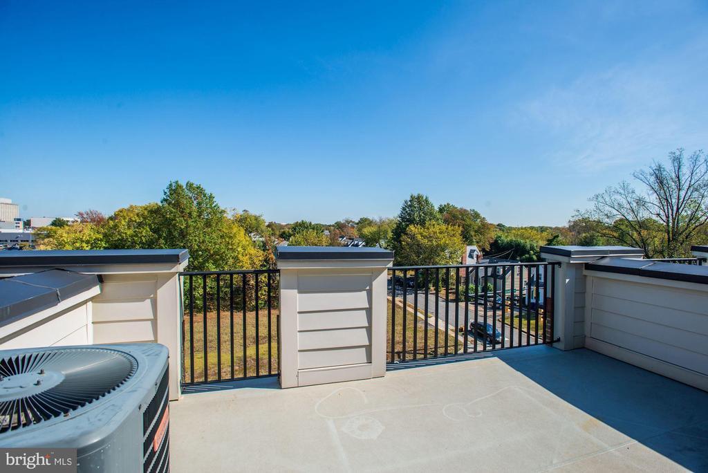 Rooftop Terrace - 1140 S GLEBE RD, ARLINGTON