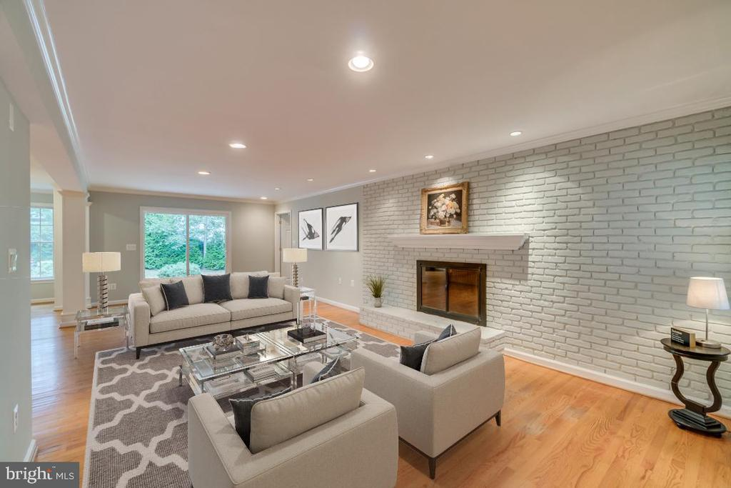 Spacious Family Room with wood-burning fireplace - 3822 KING ARTHUR RD, ANNANDALE