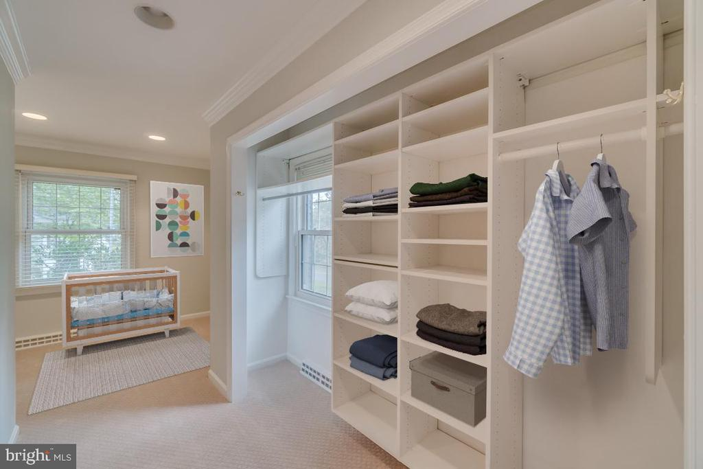 Master bedroom can accommodate a nursery or office - 3822 KING ARTHUR RD, ANNANDALE