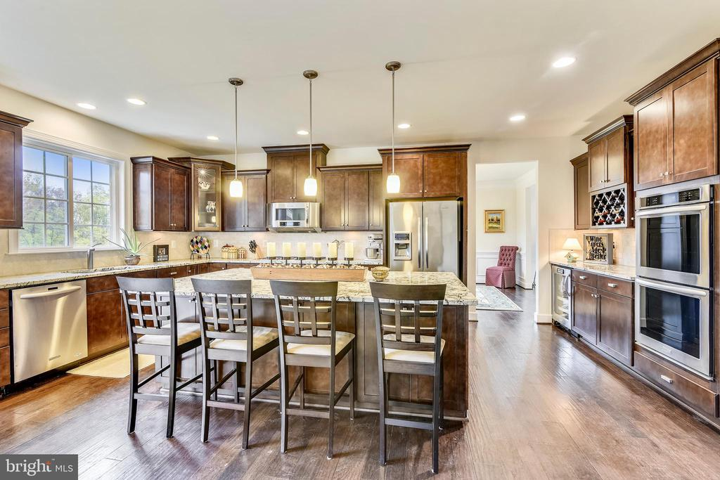 Gourmet Kitchen with Granite Counter Tops - 41728 WAKEHURST PL, LEESBURG