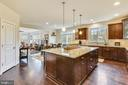 Large Center Island - 41728 WAKEHURST PL, LEESBURG