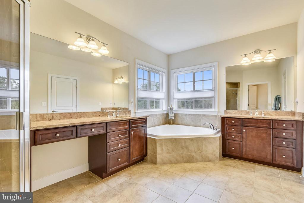 Master Bathroom with Separate Vanities - 41728 WAKEHURST PL, LEESBURG
