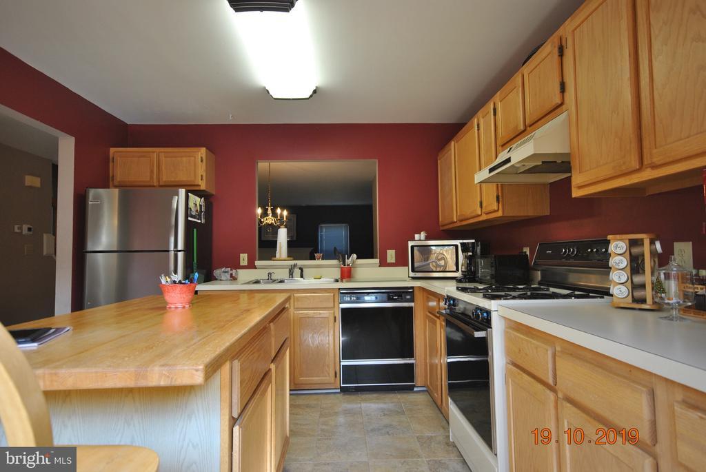 Kitchen - 310 CROSSING RD, FREDERICKSBURG