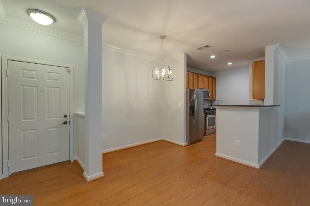 Entry and Dining Area - 4850 EISENHOWER AVE #123, ALEXANDRIA