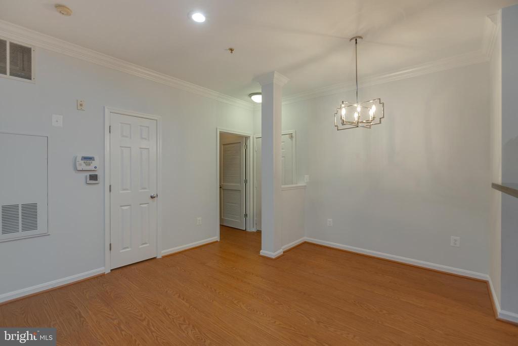 Dining Area, Coat Closet and Laundry Room - 4850 EISENHOWER AVE #123, ALEXANDRIA