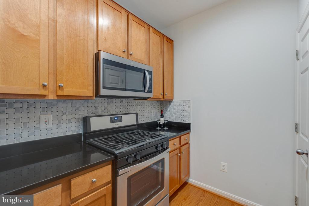New Whirlpool Range and Built in Microwave - 4850 EISENHOWER AVE #123, ALEXANDRIA