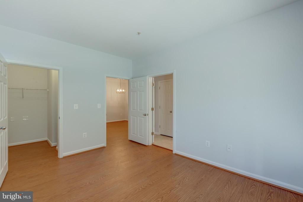 Bedroom with view into Walk in Closet - 4850 EISENHOWER AVE #123, ALEXANDRIA