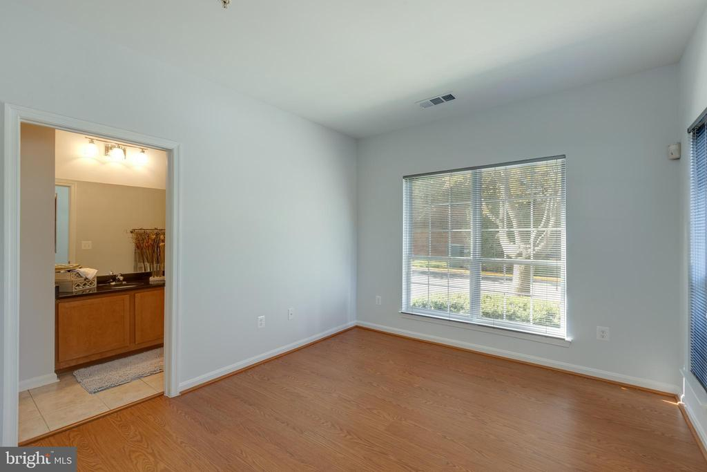 Bedroom with view into Bathroom - 4850 EISENHOWER AVE #123, ALEXANDRIA