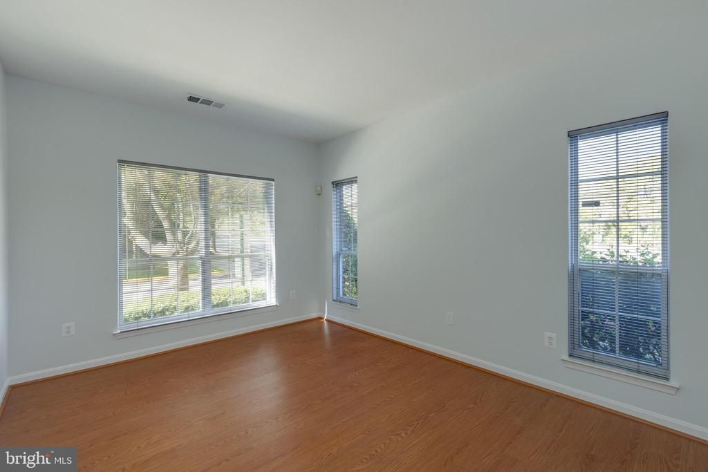 Bedroom with lots of Light - 4850 EISENHOWER AVE #123, ALEXANDRIA