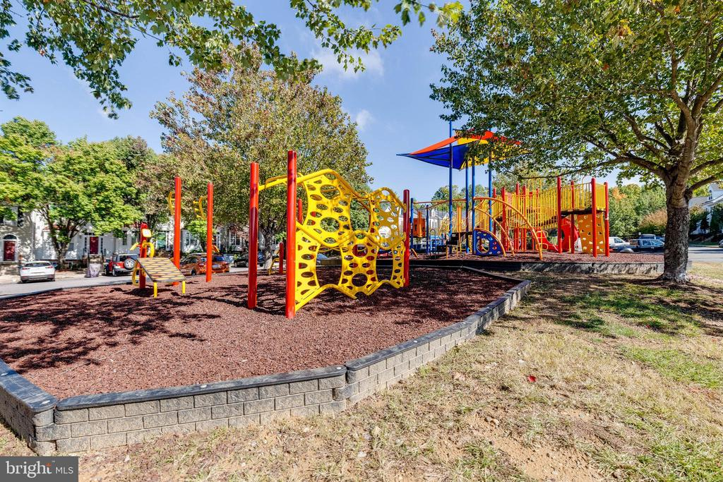 Community Tot Lot/Playground - 16336 TACONIC CIR #94F, DUMFRIES