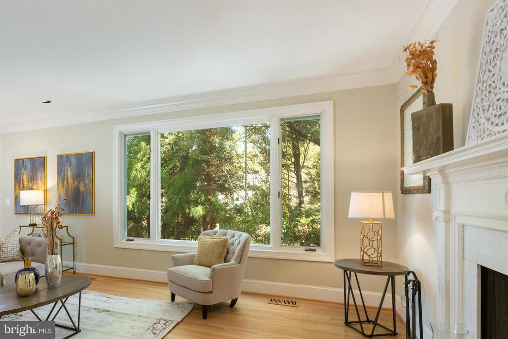 Large windows overlooking private patio - 4711 FOXHALL CRESCENT NW, WASHINGTON