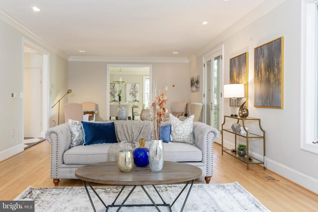 Double sized and high ceilings - 4711 FOXHALL CRESCENT NW, WASHINGTON