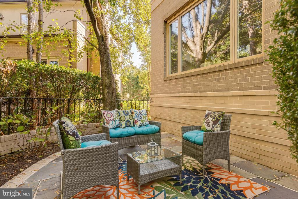 Private patio - 4711 FOXHALL CRESCENT NW, WASHINGTON