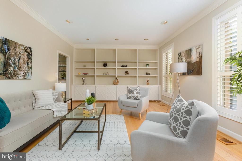 Spacious living room - 4711 FOXHALL CRESCENT NW, WASHINGTON