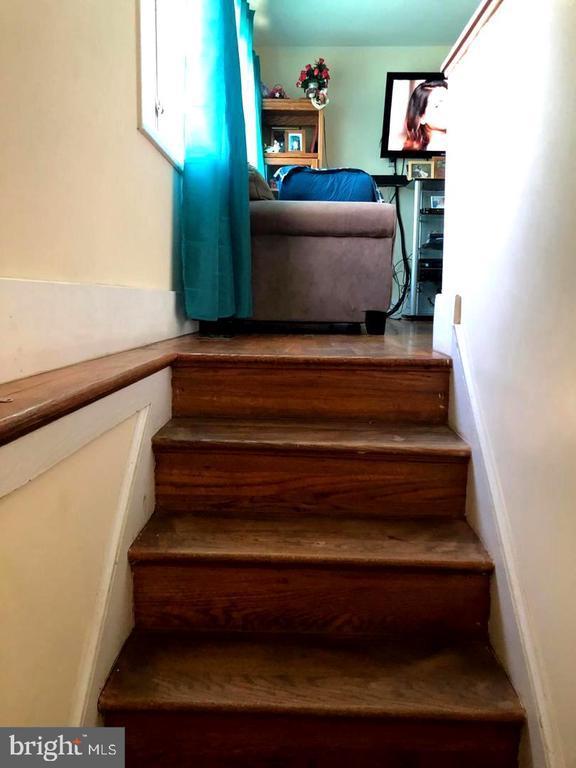 Stairway to Upstairs - 1272 CRONIN DR, WOODBRIDGE