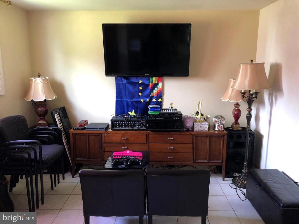 Family Room - 1272 CRONIN DR, WOODBRIDGE