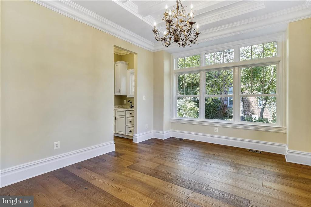 Coffered ceiling in dining room - 2222 KING ST, ALEXANDRIA