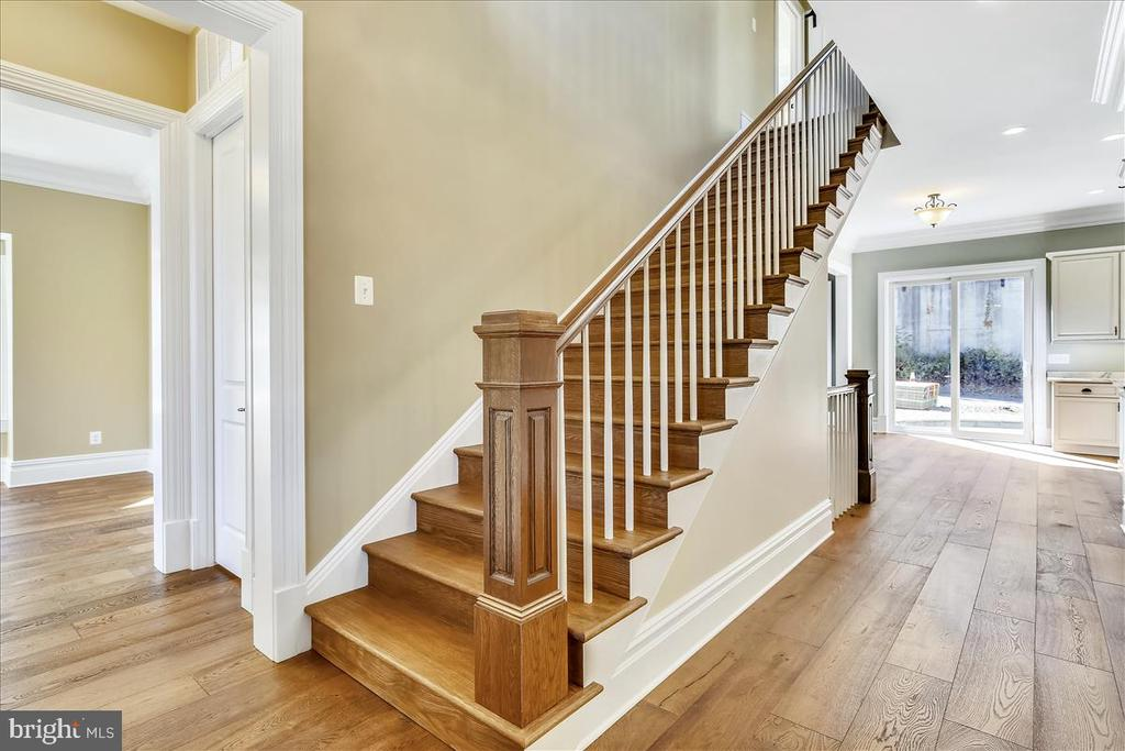 10-foot ceilings, light-filled home - 2222 KING ST, ALEXANDRIA