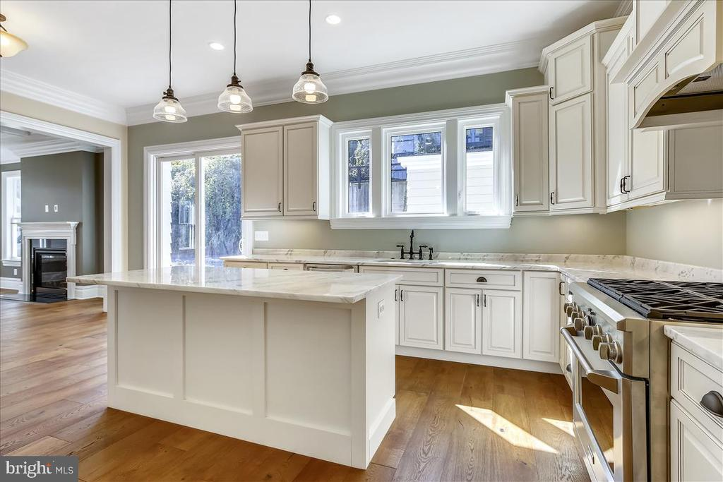 Chef kitchen with island, marble counters - 2222 KING ST, ALEXANDRIA