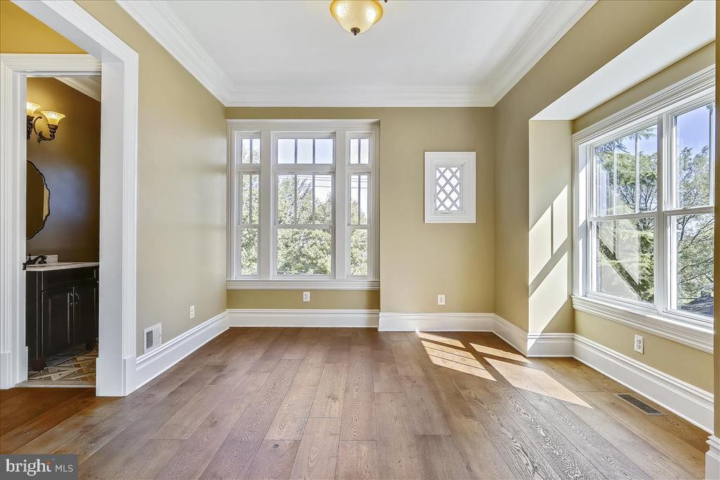 Light-filled home with 10-foot ceilings - 2222 KING ST, ALEXANDRIA