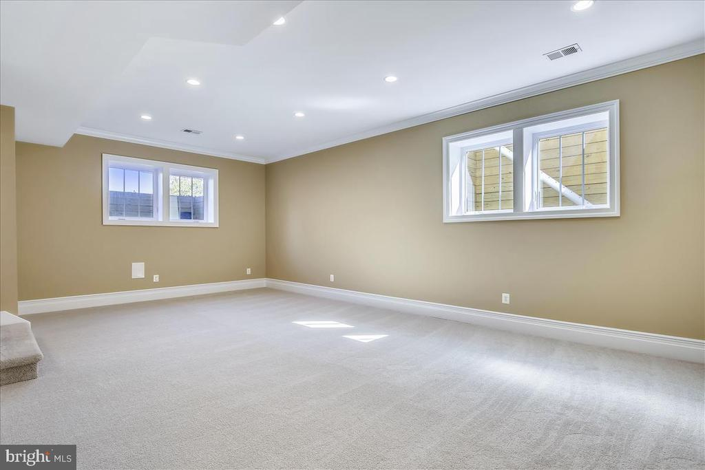 10-foot ceilings in basement - 2222 KING ST, ALEXANDRIA