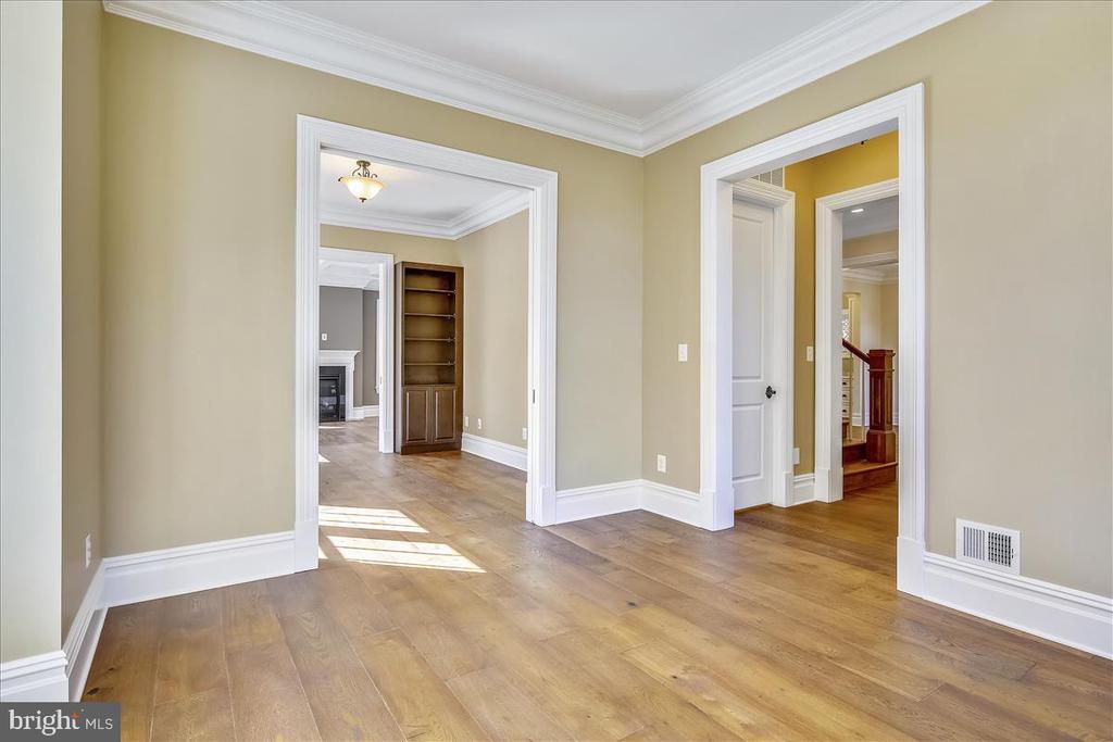 Pocket doors between libray and living room - 2222 KING ST, ALEXANDRIA