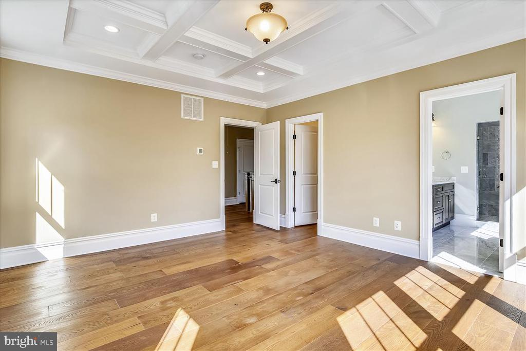 Coffered ceiling in master bedroom - 2222 KING ST, ALEXANDRIA