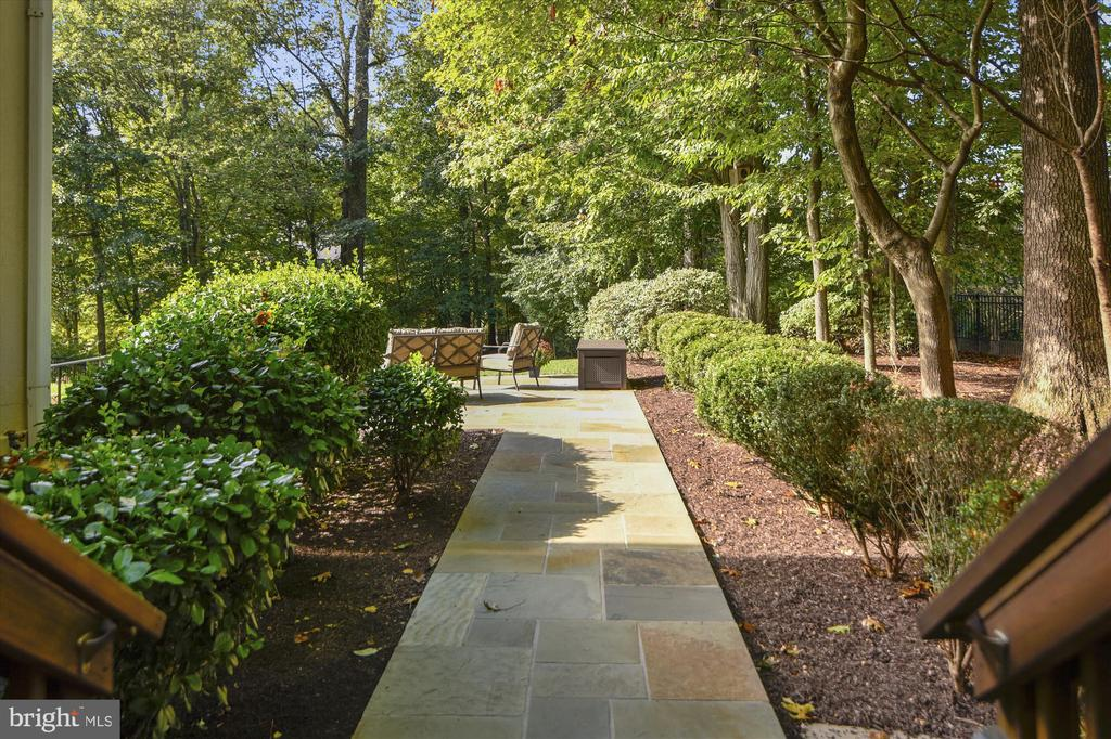 Premium lot accented by beautiful hardscaping - 10680 ALLIWELLS CT, OAKTON
