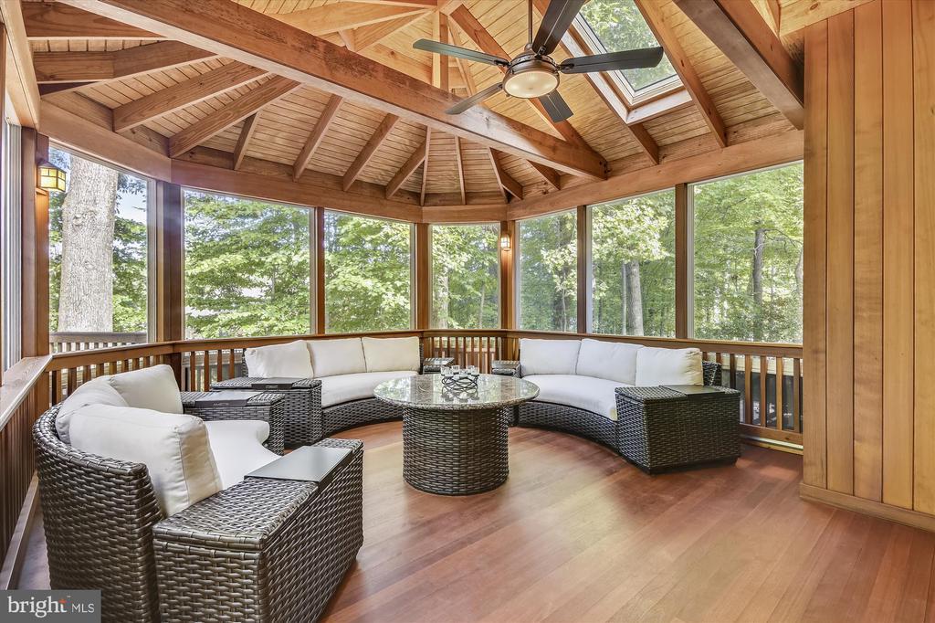 Spectacular outdoor living spaces - 10680 ALLIWELLS CT, OAKTON