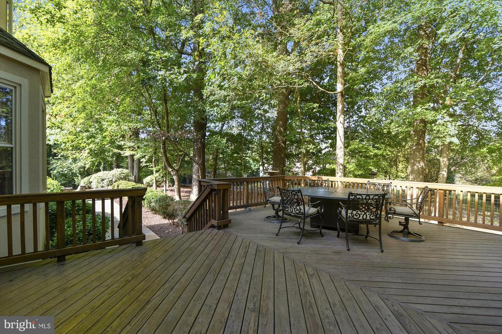 Deck leading to flagstone patio & fenced yard - 10680 ALLIWELLS CT, OAKTON