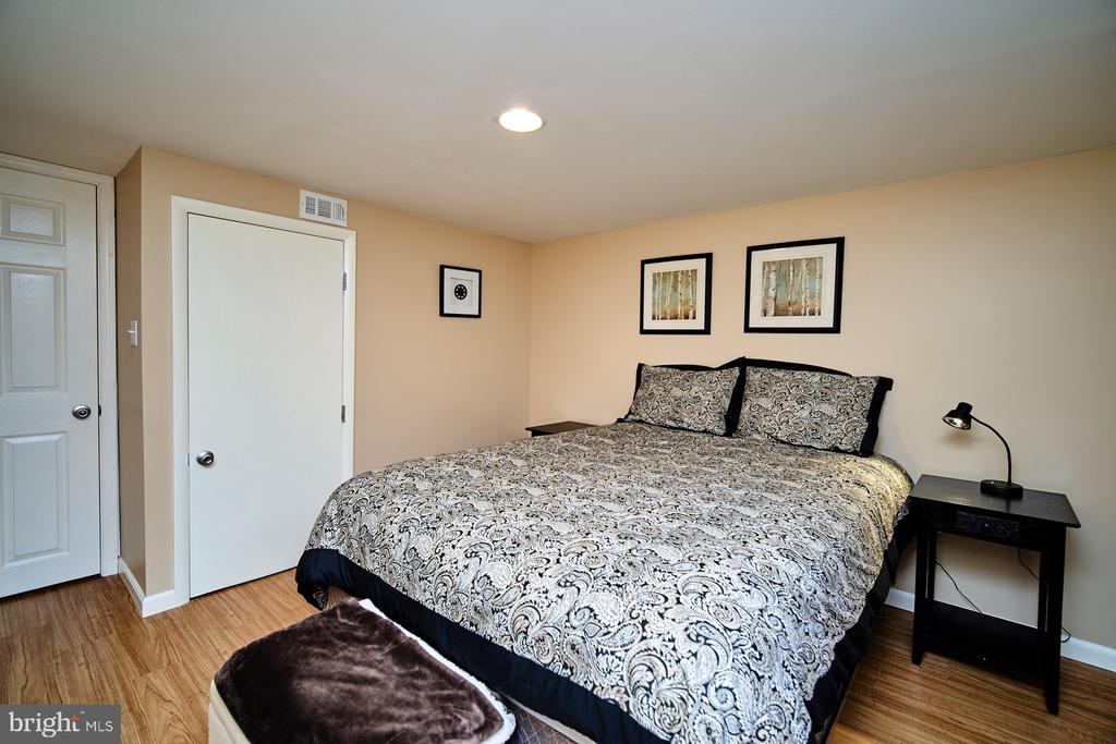 Legal 4th bedroom on LL - 4811 OGLETHORPE ST, RIVERDALE