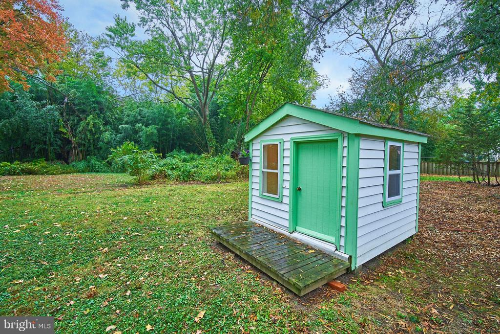 Playhouse in backyard with electric - 4811 OGLETHORPE ST, RIVERDALE