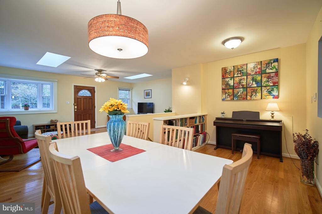 Dining area - 4811 OGLETHORPE ST, RIVERDALE