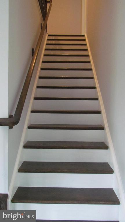 Staircase to Upper Level - 2116 N CULPEPER ST, ARLINGTON