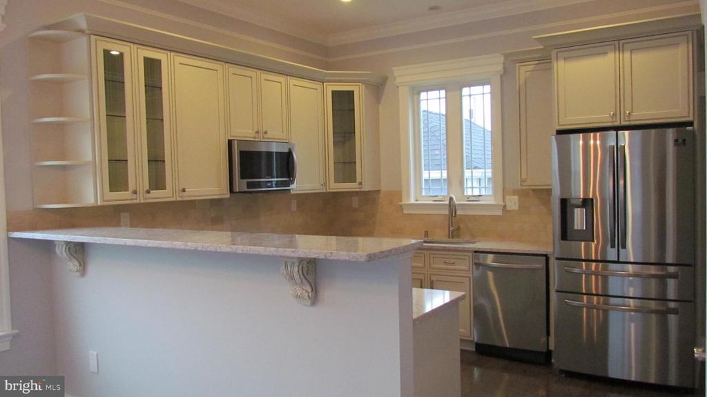 Kitchen - Main Level - 2116 N CULPEPER ST, ARLINGTON