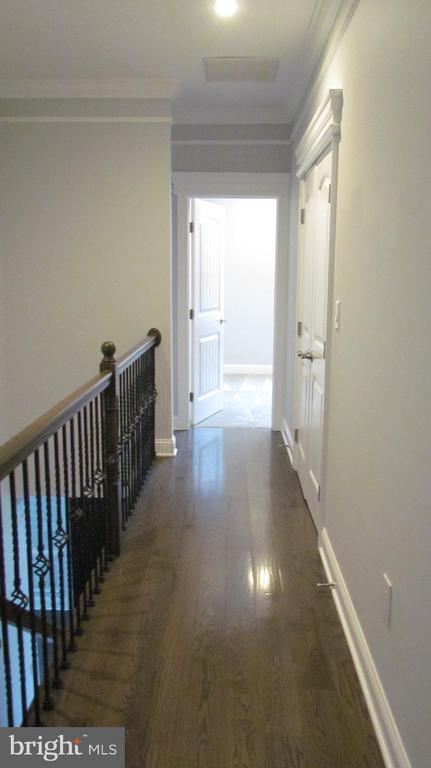 Upper Level hallway - 2116 N CULPEPER ST, ARLINGTON